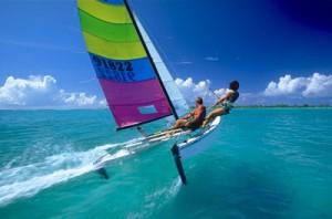 Segelboot welches mit einem Bootsführerschein geführt werden kann.